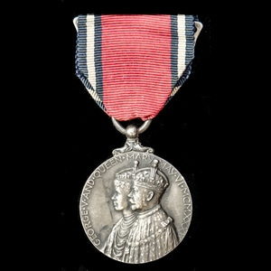 London Medal Company - Jubilee Medal 1935. Mounted on wearin...
